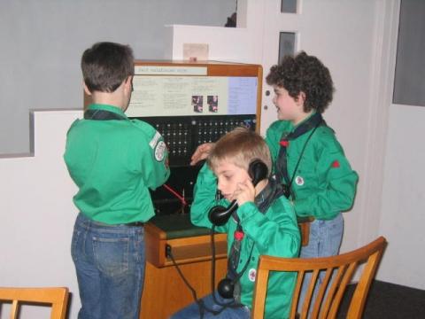 Welpen werken aan insigne communicatie